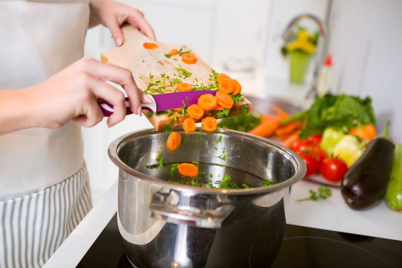 Piccoli trucchi per sporcare meno la cucina - Sala Cucine
